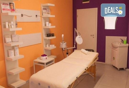 Заличете белезите от акне и фините бръчици с диамантено микродермабразио и терапия на окооочен контур в салон за красота Bossa Nova! - Снимка 5