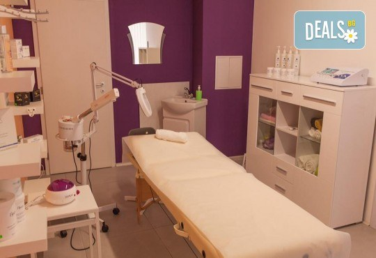 Заличете белезите от акне и фините бръчици с диамантено микродермабразио и терапия на окооочен контур в салон за красота Bossa Nova! - Снимка 6