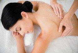Луксозна терапия за тялото и сетивата! Нанасяне на пилинг Перли и мускус, СПА маска с хайвер и масаж на глава или тяло в Wellness Center Ganesha Club! - Снимка