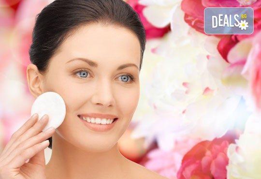 Мануално почистване на лице + ексфолираща терапия, терапия с маска в Салон Blush Beauty - Снимка 1