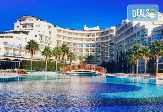 Майски празници в Sea Light Resort Hotel 5*, Кушадасъ, Турция! 5 или 7 нощувки на база Ultra All Inclusive, безплатно за дете до 12.99г. и възможност за транспорт! - Снимка 1
