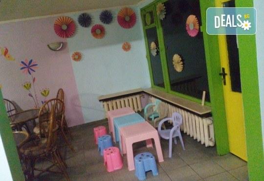 Забавление за всички! Детски рожден ден за до 10 деца с меню, торта и занимателни игри в кафе-клуб Весело местенце в кв. Овча купел! - Снимка 5