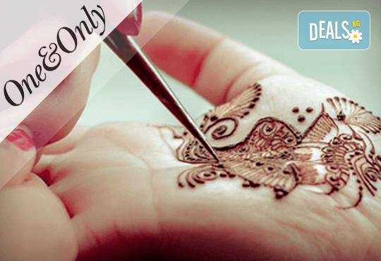Рисунка на ръце или тяло с дълготрайна къна и по желание маникюр с гел лак и 2 декорации в The One & Only! - Снимка 3