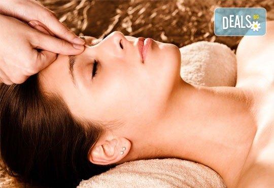 Козметичен масаж на лице, шия и деколте, нанасяне на маска и финален крем в студио Ма Бел