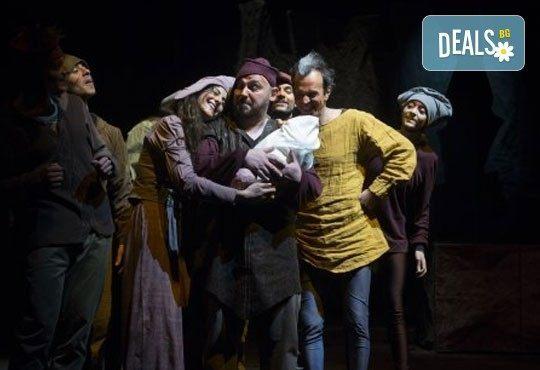 На театър с децата! ''Роня, дъщерята на разбойника'' Астрид Линдгрен , в Театър ''София'' на 12.05. събота от 11 ч.- билет за двама! - Снимка 4