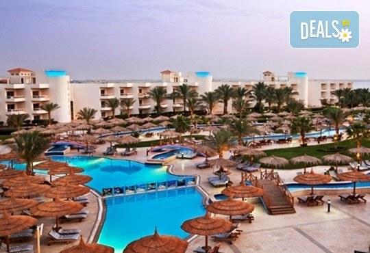 Last minute почивка в Египет - страната на фараоните! 7 нощувки в хотел Hilton Hurghada Long Beach Resort 5*, Хургада, самолетен билет, летищни такси и трансфери - Снимка 1