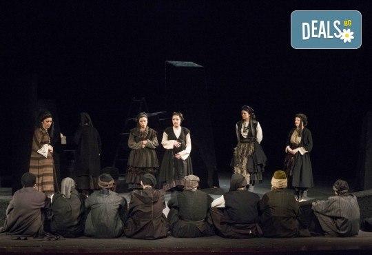 Премиера за сезона! Гледайте Как Инджето не стана цар на 12.05. от 19ч. в Младежки театър, 1 билет! - Снимка 5