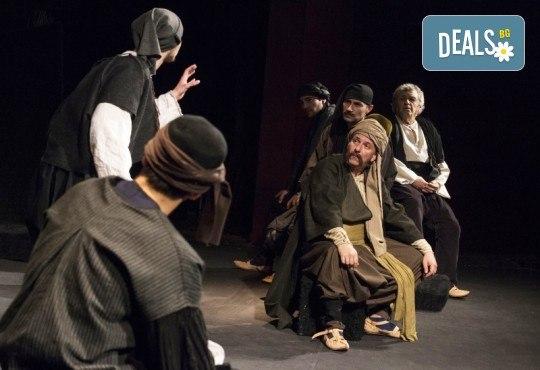 Премиера за сезона! Гледайте Как Инджето не стана цар на 12.05. от 19ч. в Младежки театър, 1 билет! - Снимка 3