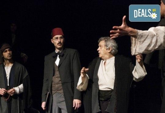 Премиера за сезона! Гледайте Как Инджето не стана цар на 12.05. от 19ч. в Младежки театър, 1 билет! - Снимка 2