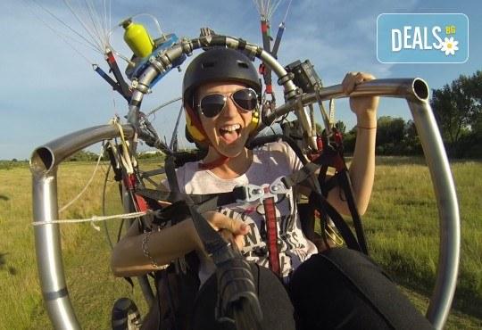 Адреналин! Тандемен полет с двуместен моторен парапланер близо до София и HD видеозаснемане от клуб Vertical Dimension! - Снимка 1