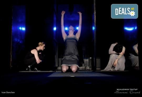 """Tри великолепни актриси в """"Nordost - приказка за разрушението""""! Гледайте на 31.05. от 19ч. в Младежки театър, камерна сцена, билет за един! - Снимка 1"""