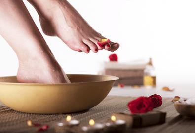 Педикюр с гел лак BlueSky + масаж на ходилата и ДВЕ декорации в MNJ Studio - Люлин! - Снимка