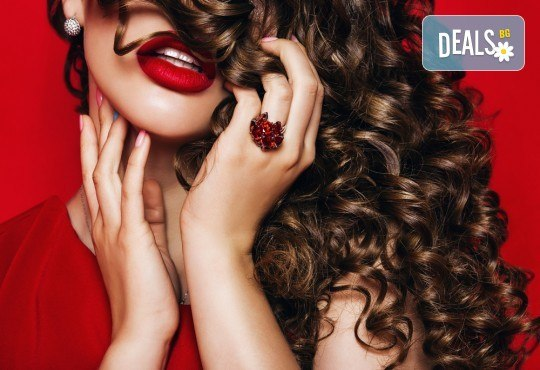 Пробна прическа за абитуриенти! Масажно измиване и прическа по избор - кок, букли, плитка или оформяне със сешоар от Beauty center D&M! - Снимка 1