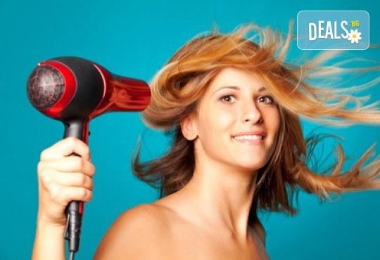 Освежете прическата си с арганова терапия, оформяне със сешоар и плитка от Beauty center D&M! - Снимка 4