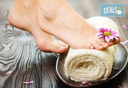 Супер оферта! Педикюр с гел лак Jessica + пилинг и масаж на ходилата в MNJ Studio - Люлин! - Снимка 3