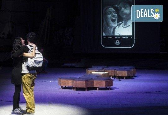 Премиера за сезона! Гледайте Закачане на 18.05. от 19ч. в Театър ''София'', билет за един. Съвременни и опасно близки истории за любовта! - Снимка 3