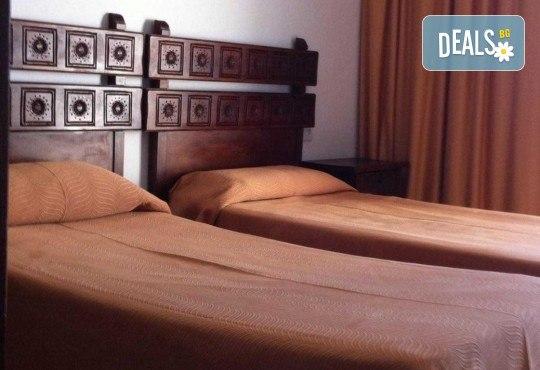 Last minute! През май в Калея, Испания! 5 нощувки, закуски и вечери в хотел 3*, самолетен билет, летищни такси, трансфери и бонус: йога практики на плажа! - Снимка 6