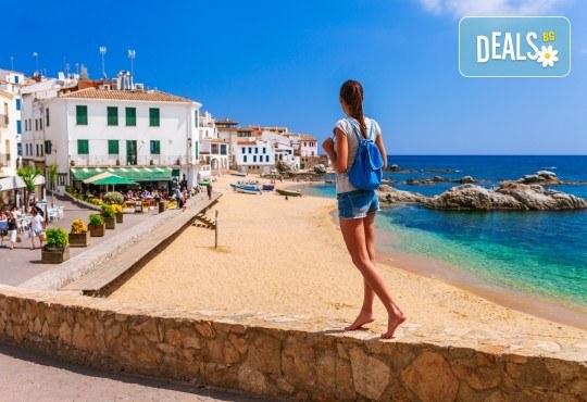 Last minute! През май в Калея, Испания! 5 нощувки, закуски и вечери в хотел 3*, самолетен билет, летищни такси, трансфери и бонус: йога практики на плажа! - Снимка 3