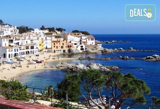 Last minute! През май в Калея, Испания! 5 нощувки, закуски и вечери в хотел 3*, самолетен билет, летищни такси, трансфери и бонус: йога практики на плажа! - Снимка 2