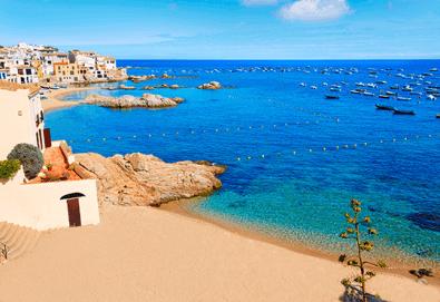 Last minute! През май в Калея, Испания! 5 нощувки, закуски и вечери в хотел 3*, самолетен билет, летищни такси, трансфери и бонус: йога практики на плажа! - Снимка