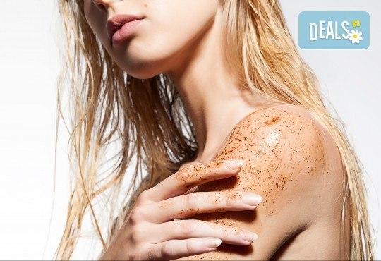 Поглезете се и релаксирайте с класически масаж на гръб със захарен пилинг в салон за красота Cuatro! - Снимка 1