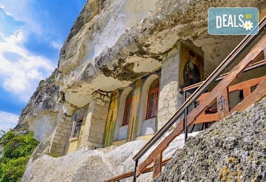 Екскурзия през май или юни до Ивановските скални манастири, Букурещ и Русе - 1 нощувка със закуска, транспорт и екскурзовод - Снимка 2