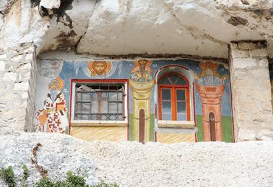 Екскурзия през май или юни до Ивановските скални манастири, Букурещ и Русе - 1 нощувка със закуска, транспорт и екскурзовод - Снимка