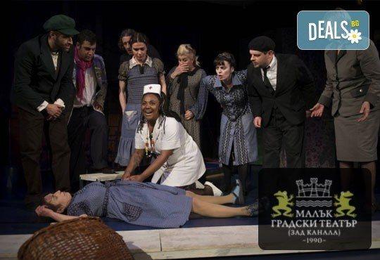 На 20-ти май (неделя): супер комедията Човекоядката с Христо Мутафчиев и още любими актьори в МГТ Зад Канала! - Снимка 1