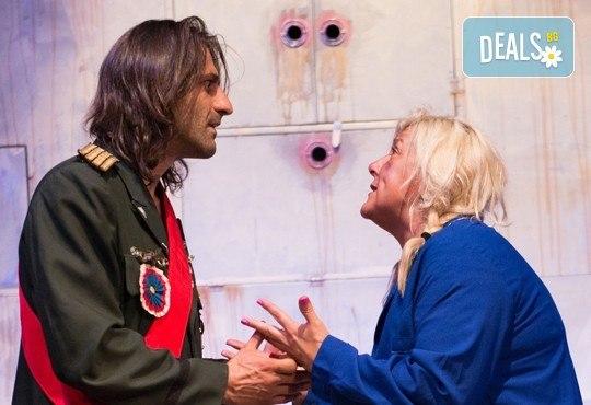 На 22-ри май (вторник) гледайте Болница накрай света - комедийна постановка на сръбския режисьор Дино Мустафич в МГТ Зад канала! - Снимка 1