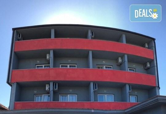 Уикенд екскурзия в края на май до Охрид, Македония! 1 нощувка със закуска в Hotel Villa Classic, транспорт, екскурзовод и разходка в Скопие - Снимка 7