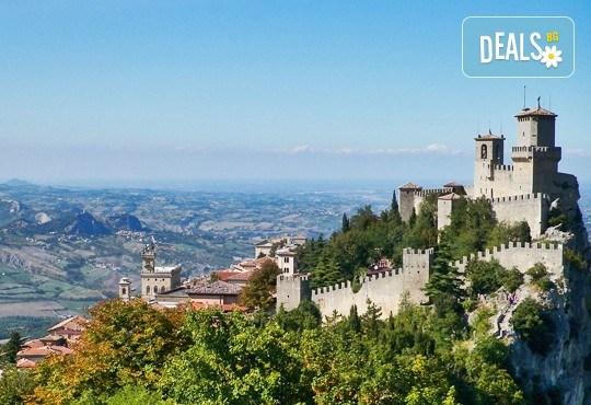 Почивка в Римини, Италия, през юни! 7 нощувки със закуски и вечери в Hotel Du Soleil 4*, самолетен билет с летищни такси, трансфери и екскурзии до Болоня и Сан Марино - Снимка 9