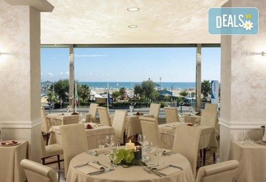Почивка в Римини, Италия, през юни! 7 нощувки със закуски и вечери в Hotel Du Soleil 4*, самолетен билет с летищни такси, трансфери и екскурзии до Болоня и Сан Марино - Снимка 6
