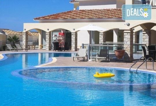 Почивка в Пафос, o. Кипър, през май или юни! 5 нощувки в студия в Club St George Resort 3*, самолетен билет и трансфери! - Снимка 4