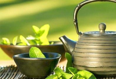 Енергия! 60-минутен масаж с мента и зелен чай на цяло тяло за преодоляване на умората и стреса + подарък: масаж на лице в студио GIRO!