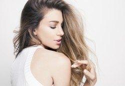 Актуална и красива прическа! Подстригване и оформяне на косата със сешоар във Фризьорски салон Никол! - Снимка