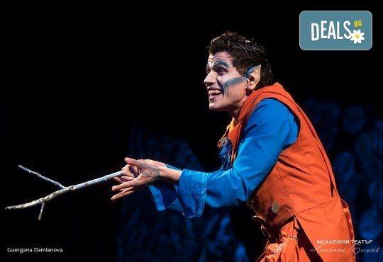 На театър с децата! Гледайте новата приказка Хензел и Гретел на 20.05. неделя от 11 ч. в Младежки театър, голяма сцена! Билет за един - Снимка 2