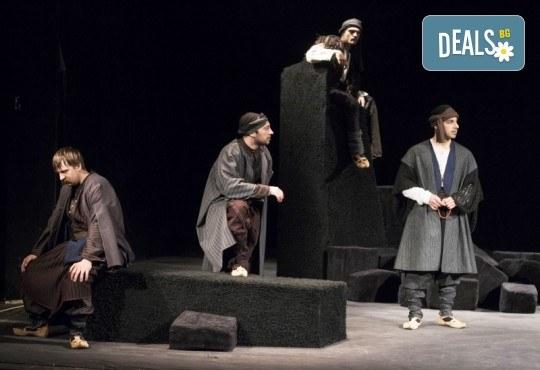 Премиера за сезона! Гледайте Как Инджето не стана цар на 23.05. от 19ч. в Младежки театър, 1 билет! - Снимка 7
