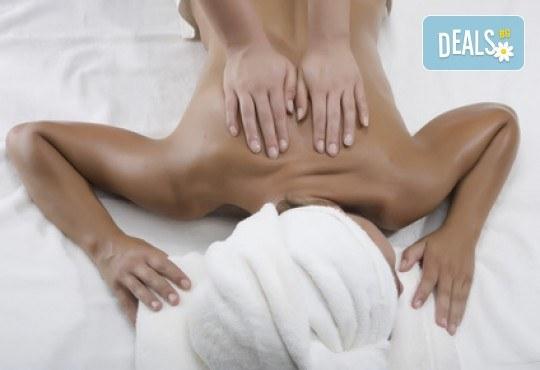 Тотален релакс! 5 различни типа масаж със затоплени био масла: класически, рефлексотерапия, лечебен, аюрведичен и акупресура, в салон за красота М! - Снимка 3