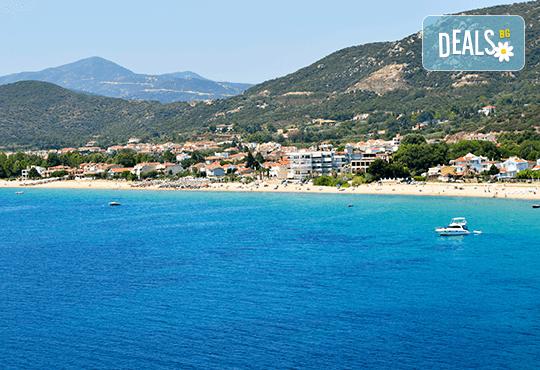 Плаж за един ден на Неа Ираклица, Гърция! Транспорт, водач от агенцията и медицинска застраховка! - Снимка 1
