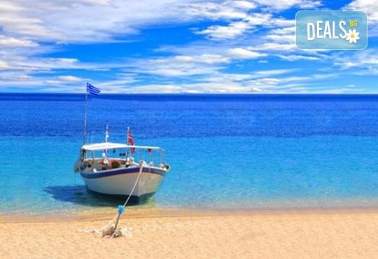 За 1 ден на плаж в Ставрос, Гърция: транспорт на дата по избор и водач