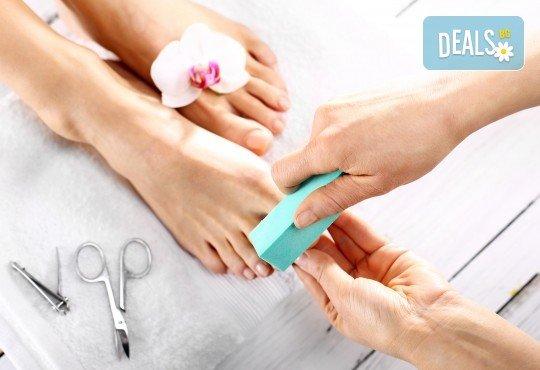 Безболезнена и ефикасна процедура за красиви крака! Медицински педикюр в салон за красота Nail Clinic! - Снимка 1