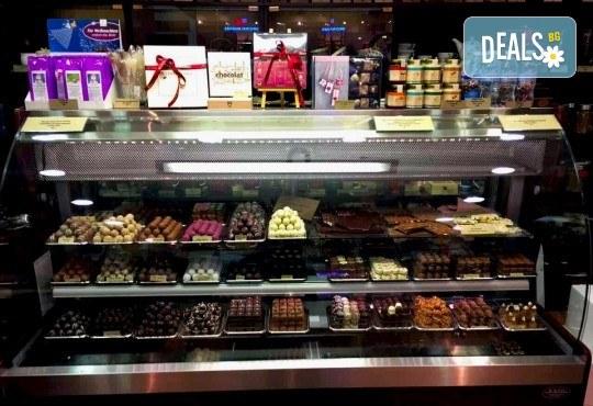 Истинската наслада за сетивата! 50 или 100 грама бонбони по Ваш избор от бутиковия магазин на Моменти в центъра на София! - Снимка 5