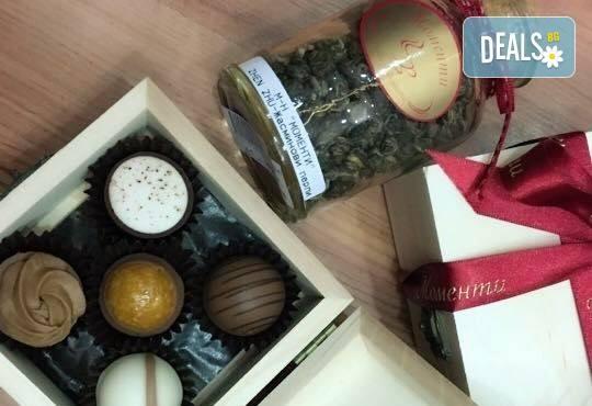 Истинската наслада за сетивата! 50 или 100 грама бонбони по Ваш избор от бутиковия магазин на Моменти в центъра на София! - Снимка 8