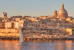Есенна екскурзия до забележителната Малта! 3 нощувки със закуски в хотел 3*, самолетен билет с летищни такси и включен голям салонен багаж! - Снимка