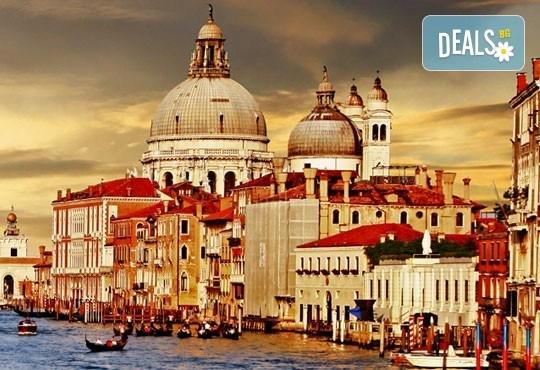Лято в романтичната Венеция, Италия! 3 нощувки със закуски, самолетен билет и летищни такси - Снимка 4