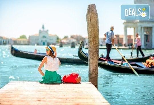 Лято в романтичната Венеция, Италия! 3 нощувки със закуски, самолетен билет и летищни такси - Снимка 9