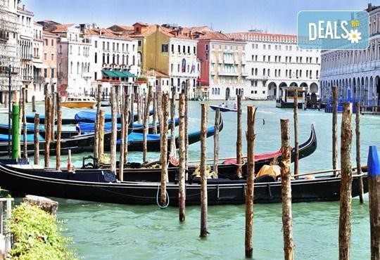 Лято в романтичната Венеция, Италия! 3 нощувки със закуски, самолетен билет и летищни такси - Снимка 6