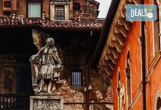 Самолетна екскурзия до Рим през ноември с Дари Травел! 4 дни, 3 нощувки със закуски в хотел 2/3*, самолетен билет, такси, трансфери и водач - Снимка 5