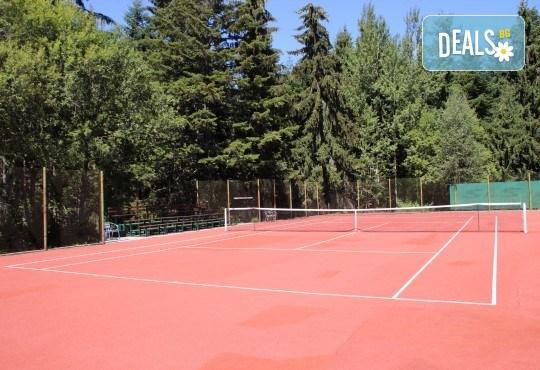 Активно лято в планината! Наем на тенис корт за 1 час или на комплект от 2 ракети с топки от Тенис клуб Боровец! - Снимка 3