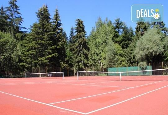 Активно лято в планината! Наем на тенис корт за 1 час или на комплект от 2 ракети с топки от Тенис клуб Боровец! - Снимка 2